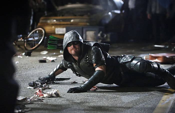 "Arrow -- ""Schism "" -- Image AR423b_0162b.jpg -- Pictured: Stephen Amell as Green Arrow -- Photo: Bettina Strauss/The CW -- © 2016 The CW Network, LLC. All Rights Reserved."
