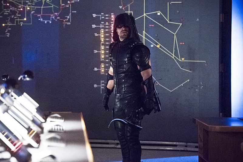 """Arrow -- """"Monument Point"""" -- Image AR421b_0105b.jpg -- Pictured: Stephen Amell as Green Arrow -- Photo: Dean Buscher/The CW -- © 2016 The CW Network, LLC. All Rights Reserved."""