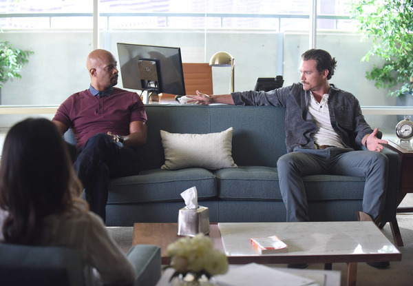 """LETHAL WEAPON: Pictured L-R: Damon Wayans and Clayne Crawford in the """"There Goes Neighborhood"""" episode of LETHAL WEAPON airing Wednesday, Oct. 12 (8:00-9:00 PM ET/PT) on FOX. ©2016 Fox Broadcasting Co. CR: Ray Mickhaw/FOX"""